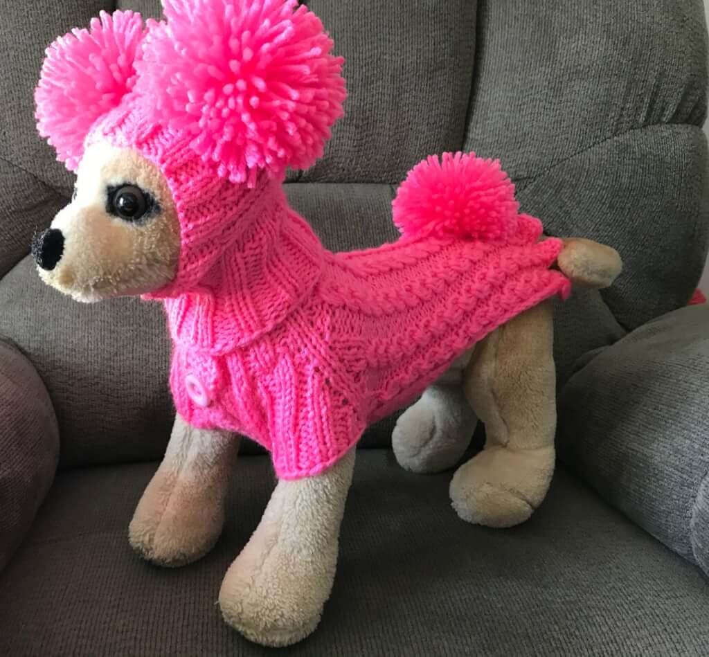犬用ピンクのポンポンケーブルセーター